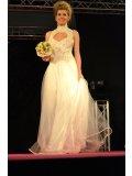 Robes de mariée défilé au salon du mariage pasino st Amand